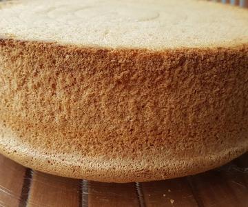 Bizcocho esponjoso casero - Básico - Muy facil (Sin grasas, sin separar los huevos)