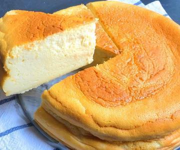 La tarta de queso al horno más fácil. Súper esponjosa y con poco azúcar.